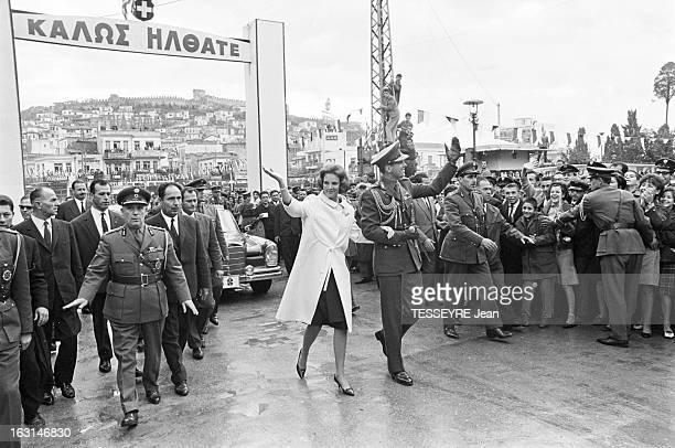 Official Visit Of The King Constantine Of Greece And The Queen AnneMarie Of Greece To Their Country En Grèce en octobre 1964 le roi CONSTANTIN II DE...