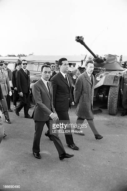 Official Visit Of The King Hassan Ii Of Morocco To Algeria Le 15 mars 1963 de gauche à droite le roi HASSAN II du Maroc le premier chef d'État de la...