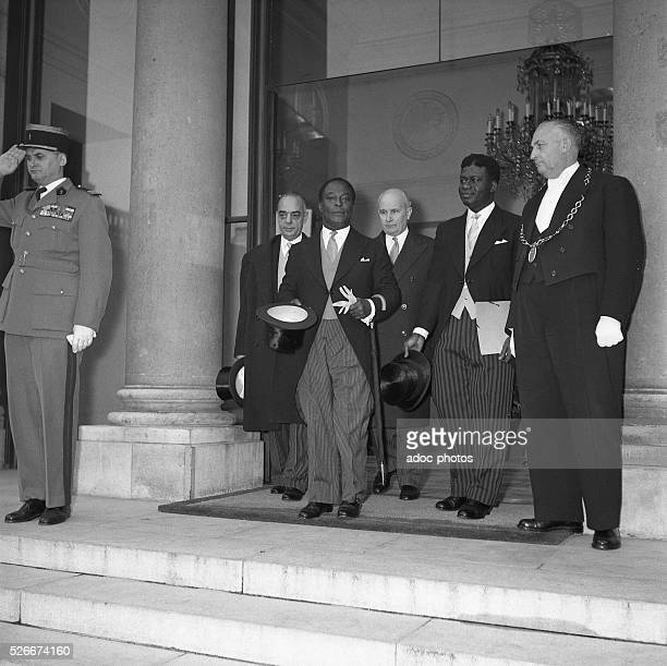 Official visit of the representatives of the young republic of Ghana among others with the Prime Minister Kwame Nkrumah at the Elysee Palace in Paris...