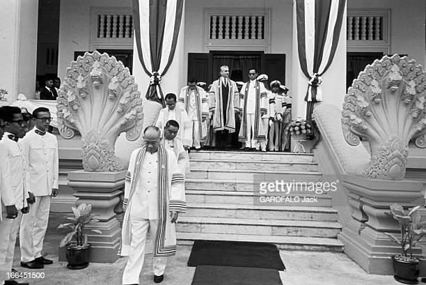 Official Visit Of The Shah Of Iran To Thailand Bangkok 25 Janvier 1968 A l'occasion de la visite officielle en Thaïlande du Shah d'Iran à la sortie...