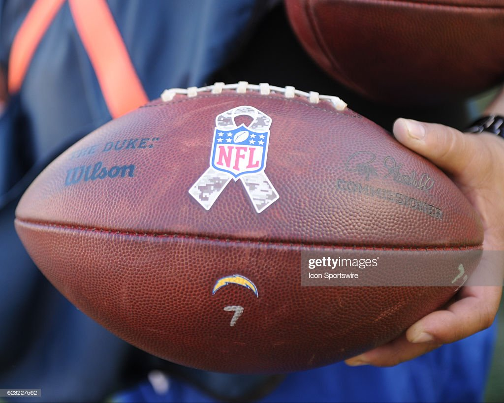 NFL: NOV 13 Dolphins at Chargers : News Photo