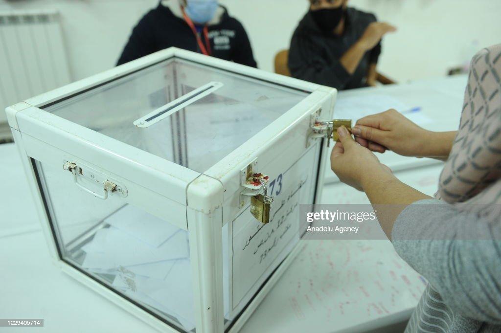 Referendum on constitutional amendments in Algeria : Nachrichtenfoto