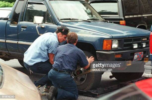 Officials prepare to tow the truck belonging to bomb suspect Richard Jewell 31 July in Atlanta Georgia four days after a bomb exploded in Atlanta's...