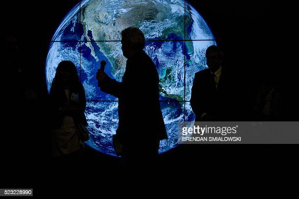 Officials speak during an event sponsored by NASA to celebrate Earth Day at Union Station April 22 2016 in Washington DC / AFP / Brendan Smialowski