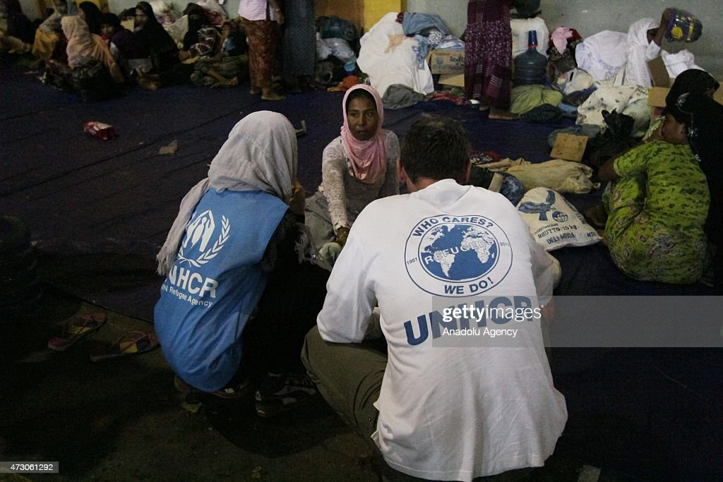 UNHCR officials speaks with a Rohingya woman from Bangladesh and Myanmar at shelter at Matang Raya village on May 12, 2015 in Northern Aceh, Aceh, Indonesia. 573 Rohingya from Bangladesh and Myanmar were found stranded by Aceh fishermen on North Aceh sea. Rohingya were going to Malaysia with dozens of children and women.