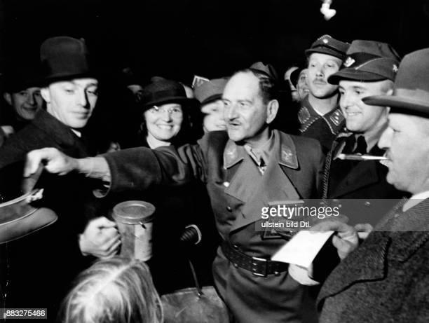 Offizier der Wehrmacht Politiker Deutschland von 1933 bis 1945 Reichsstatthalter in Bayern Franz Xaver Epp sammelt Spenden Hanns Hubmann...