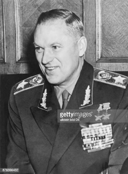 *21121896 Offizier Marschall UdSSR 19491956 polnischer Verteidigungsminister 19561962 stellvertretender sowjetischer Verteidigungsminister 1957