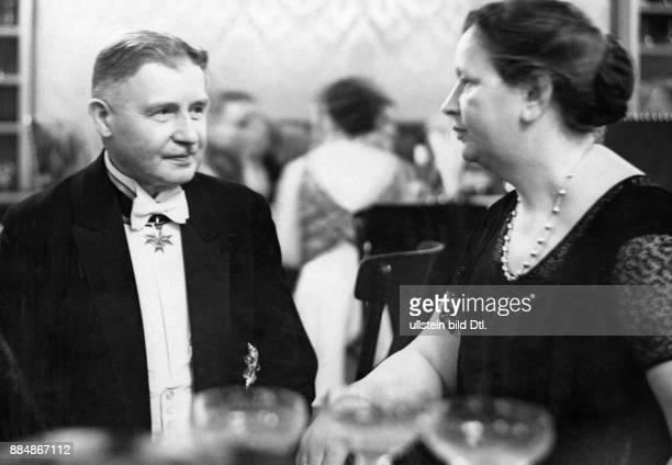 Offizier Politiker Reichswehrminister Reichsminister des Inneren Deutschland Portrait mit der Ehefrau von Friedrich Ebert Frau Louise Ebert Robert...