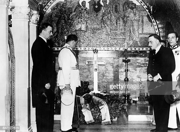 1879 Offizier und Politiker GR als Kriegsminister bei einem Besuch in Jugoslawien am Grab des ermordeten Königs Alexander I in der königlichen...