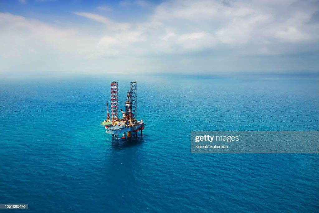 Offshore Oil Rig In The Gulf Stock Photo | Getty Images