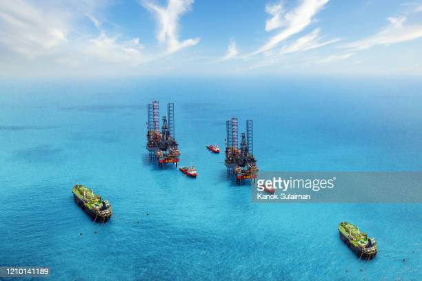 offshore oil rig in the gulf - gas stock pictures, royalty-free photos & images