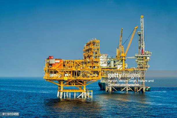 offshore platform - oil rig stock pictures, royalty-free photos & images