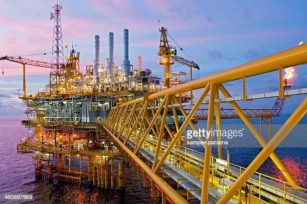 offshore rig in gulf of thailand. - golf von thailand stock-fotos und bilder
