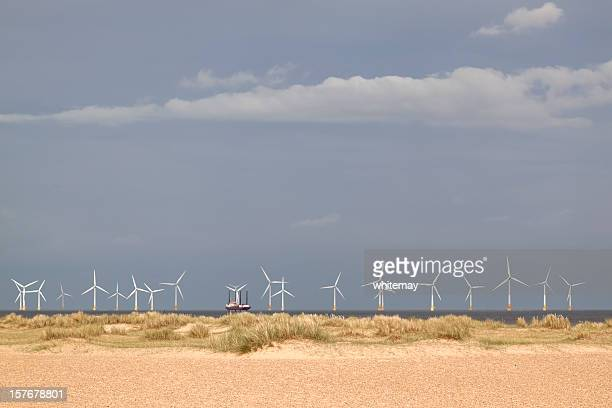 off-shore vento do campo com jack-up de manutenção barcaça - norfolk east anglia - fotografias e filmes do acervo