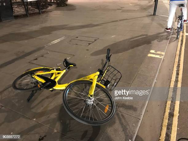 Ofo dockless bicycle lays fallen over on the pavement at Cheapside on December 8 2018 in London England Ofo one of China's biggest bike sharing...