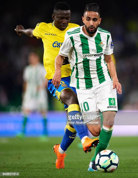 Oghenekaro Peter Etebo of Union Deportiva Las Palmas competes for the ball with Ryad Boudebouz of Real Betis Balompie during the La Liga match...