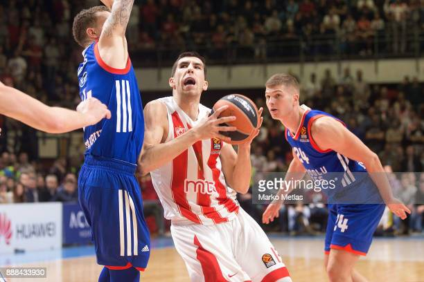 Ognjen Dobric #13 of Crvena Zvezda mts Belgrade competes with Josh Adams #14 of Anadolu Efes Istanbul during the 2017/2018 Turkish Airlines...