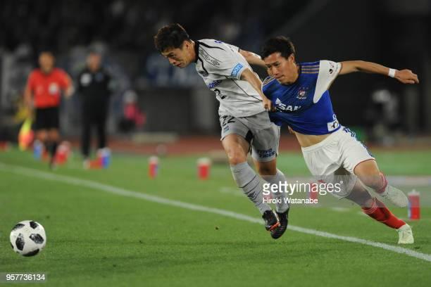 Oh Jae Suk of Gamba Osaka and Keita Endo of Yokohama FMarinos compete for the ball during the JLeague J1 match between Yokohama FMarinos and Gamba...