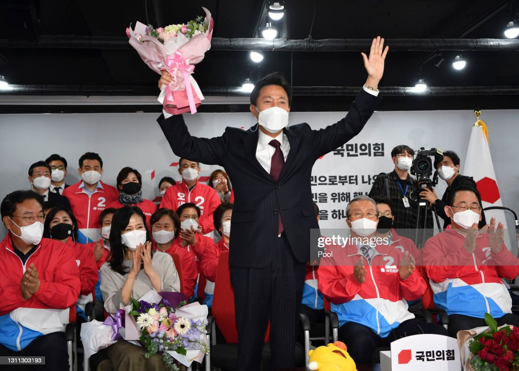 Rival Politicals Parties Vie For Office In Seoul Mayor Race : ニュース写真