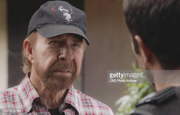 'A 'ohe ia e loa'a aku he ulua kapapa no ka moana' After Steve receives a posthumous letter from his mother that contains a cypher Danny is attacked...