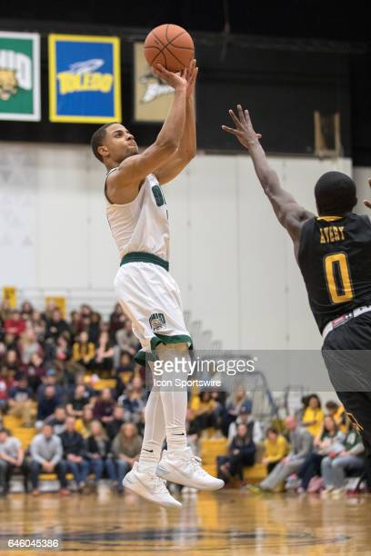 Ohio Bobcats G Jaaron Simmons shoots a sKent State Golden Flashes G Jalen Avery defends during the second half of the men's college basketball game...
