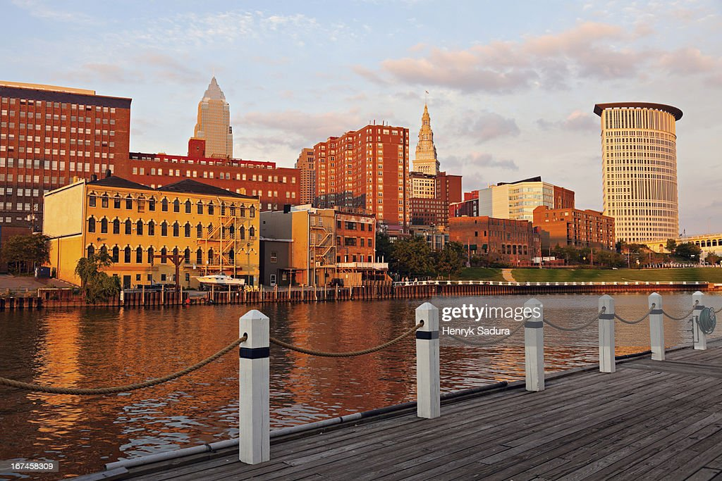 USA, Ohio, Cleveland, Cityscape at sunset : Stock-Foto