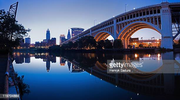 usa, ohio, cleveland, veterans memorial bridge at dusk - cleveland ohio stock photos and pictures
