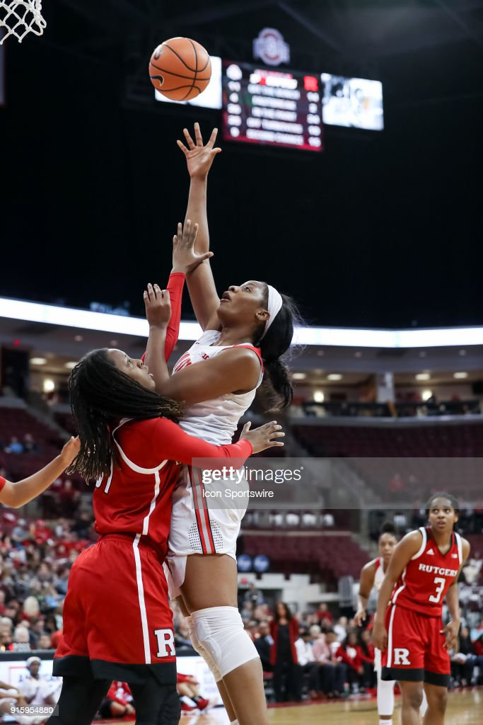 Ohio State Buckeyes forward Stephanie Mavunga (1) attempts a layup in a game between the Ohio State Buckeyes and the Rutgers Scarlet Knights on February 08, 2018 at Value City Arena in Columbus, OH. The Buckeyes won 90-68.