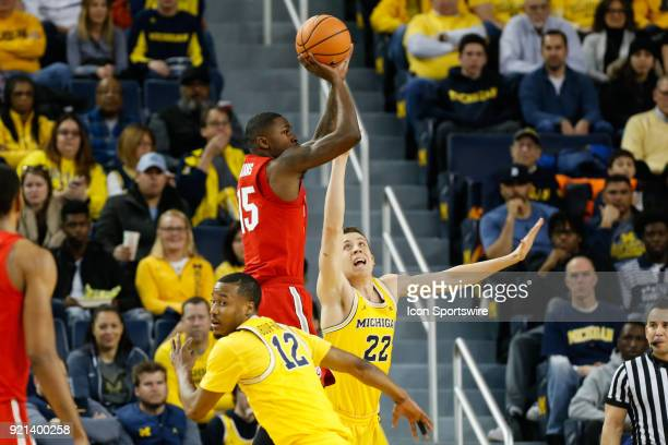 Ohio State Buckeyes guard Kam Williams shoots a jump shot over Michigan Wolverines guard Duncan Robinson during a regular season Big 10 Conference...