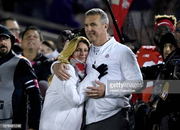 Ohio State Buckeyes head coach Urban Meyer and wife Shelley Meyer look on from the sideline as time expires in the Rose Bowl Game presented by...