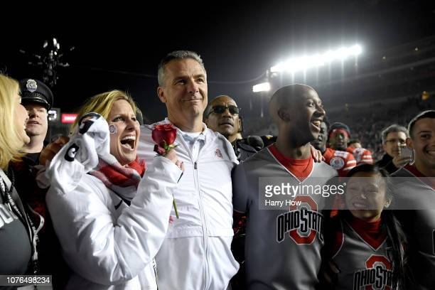 Ohio State Buckeyes head coach Urban Meyer and wife Shelley Meyer celebrate after Ohio State Buckeyes win the Rose Bowl Game presented by...