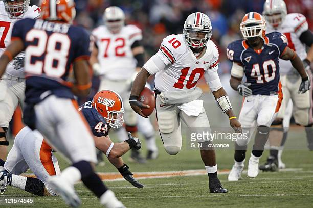 Ohio State quarterback Troy Smith runs for a gain during action between the Ohio State Buckeyes and Illinois Fighting Illini at Memorial Stadium in...