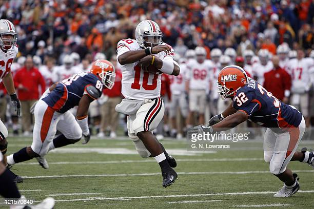 Ohio State quarterback Troy Smith runs for yardage during action between the Ohio State Buckeyes and Illinois Fighting Illini at Memorial Stadium in...