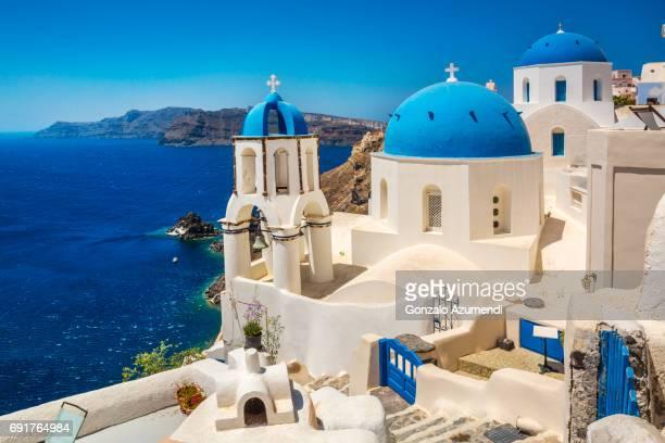 oia at santorini island. - santorini stock pictures, royalty-free photos & images