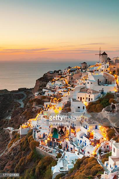 oia sunset, santorini, greece - santorini stock pictures, royalty-free photos & images