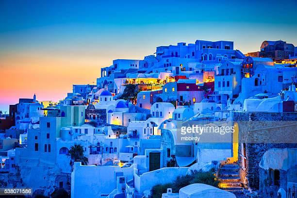 (ia) vila de oia na ilha de santorini, grécia - igreja ortodoxa grega - fotografias e filmes do acervo