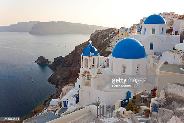 oia village, santorini, cyclades islands, greece - peter adams stock pictures, royalty-free photos & images