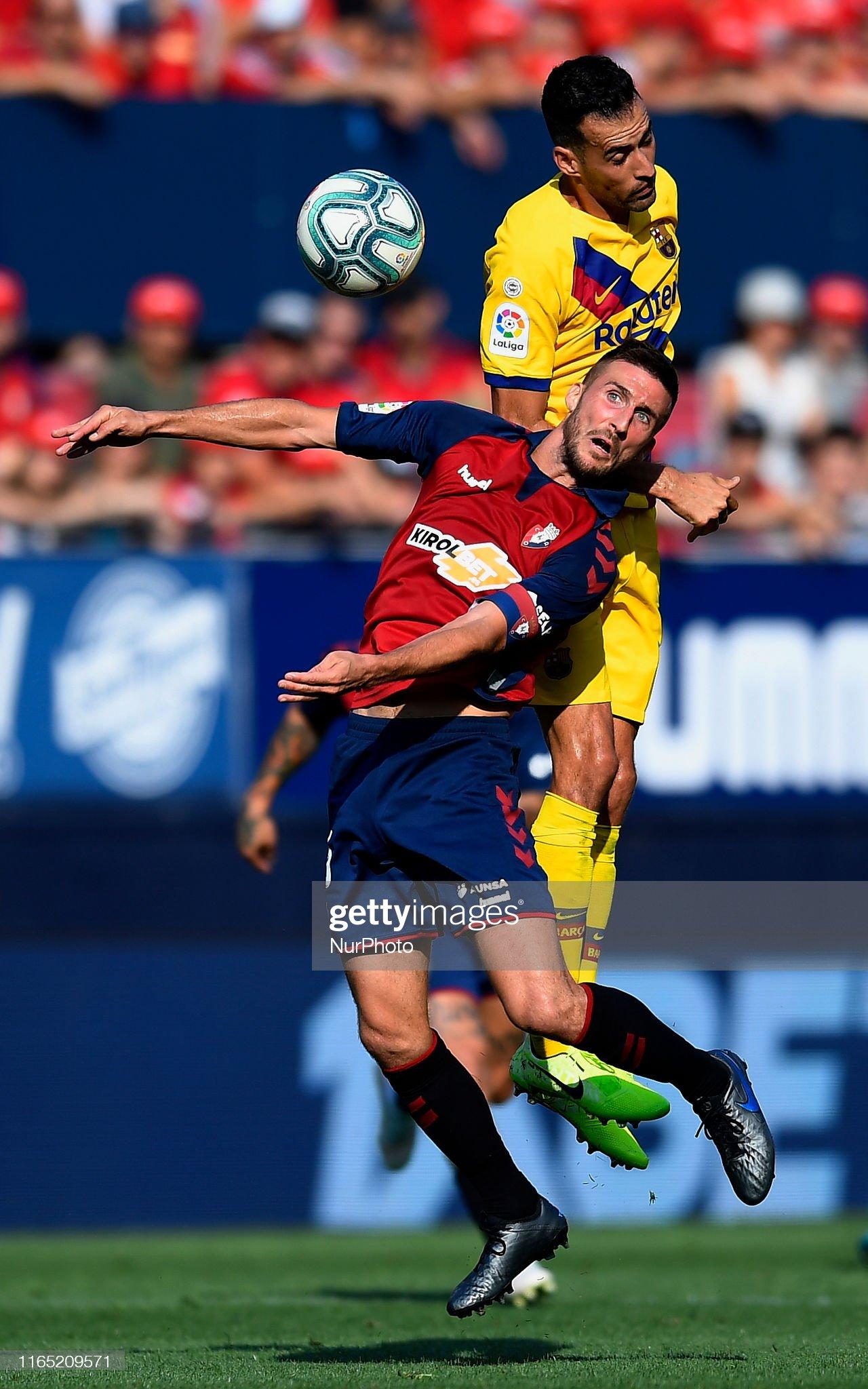 صور مباراة : أوساسونا - برشلونة 2-2 ( 31-08-2019 )  Oier-of-osasuna-and-sergio-busquets-of-barcelona-competes-for-the-picture-id1165209571?s=2048x2048