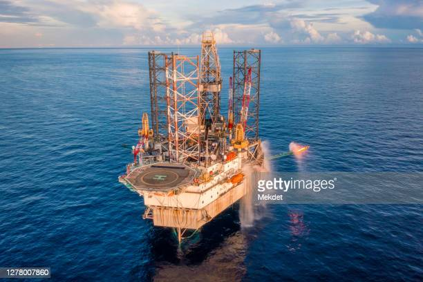 oil and gas exploration drilling rig in the middle of gulf of thailand, offshore malaysia - bay of water stock pictures, royalty-free photos & images