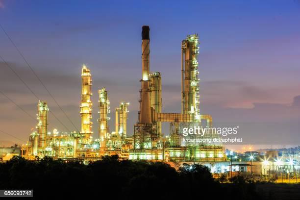 oil and gas industry - planta petroquímica fotografías e imágenes de stock