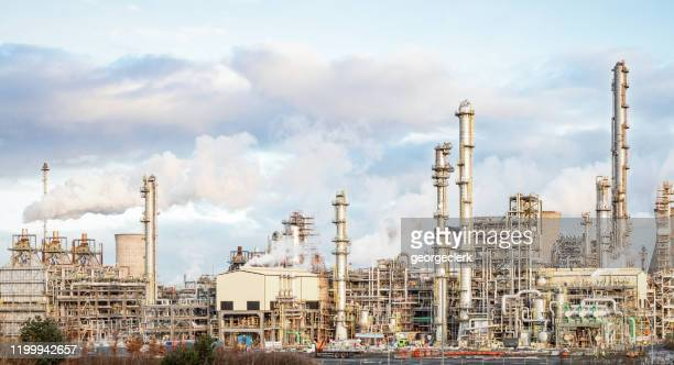 oil and gas refinery - central scotland stock pictures, royalty-free photos & images