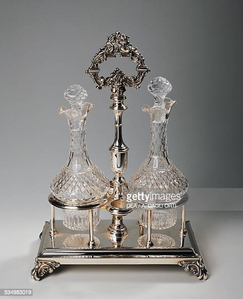 Oil cruet with two bottles in silverplated crystal England 20th century