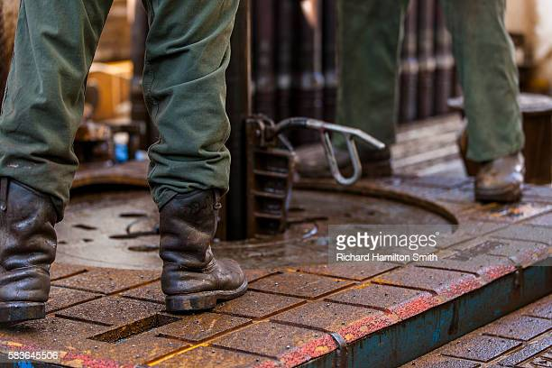 oil drilling rig in bakken - fracking stock pictures, royalty-free photos & images