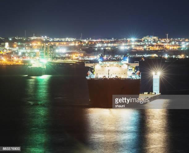 aceite industria naves - tanker fotografías e imágenes de stock