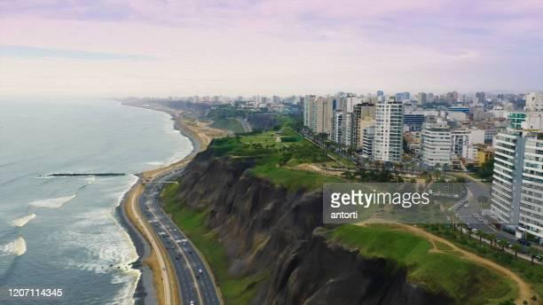 vista aérea panorámica pintada con óleo de la costa del distrito de miraflores en lima, perú - perú fotografías e imágenes de stock