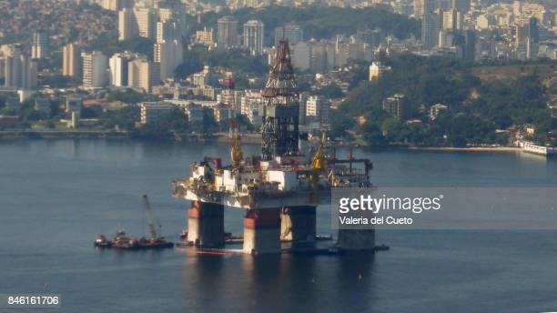 Oil platform and Niterói