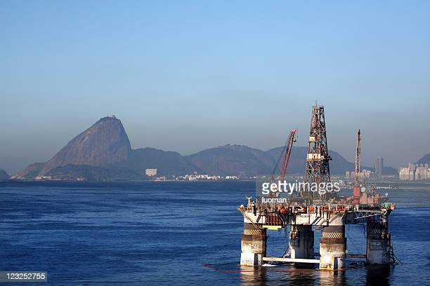 oil platform offshore stationary in rio - national landmark stock pictures, royalty-free photos & images