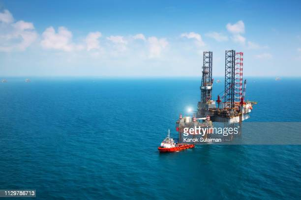 oil platform - oil field stock pictures, royalty-free photos & images