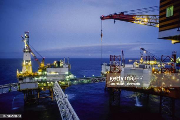 oil production platform - gasolina - fotografias e filmes do acervo