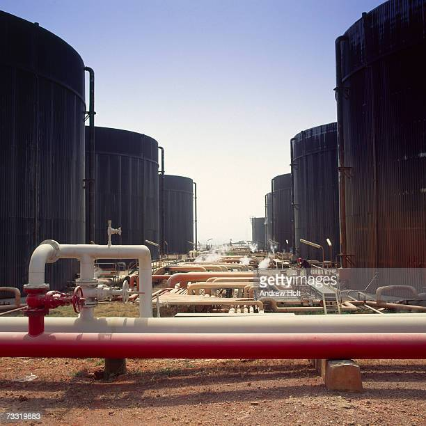 Oil refinery and petrochemical refinery